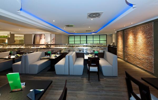 Running sushi moderne restauranteinrichtung f r eine for Asia einrichtung